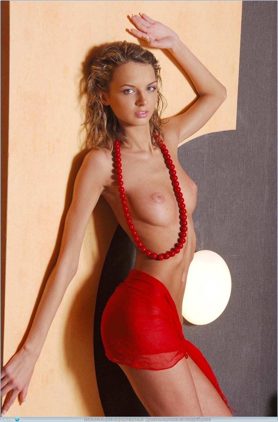 Эротичное сочетание красного... (15 фото)