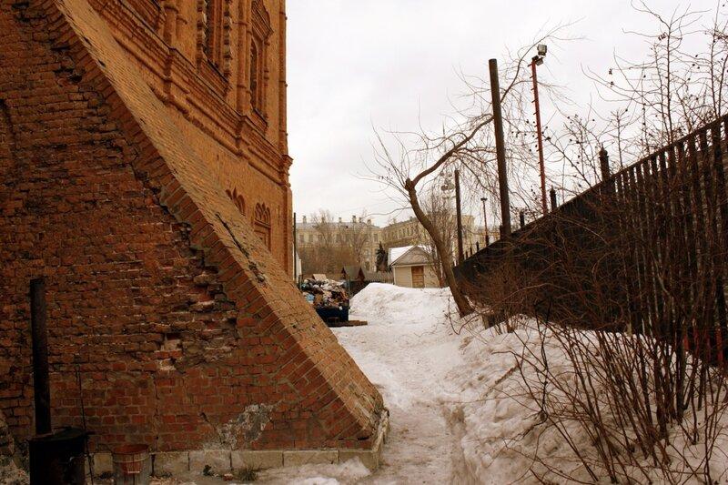 Двор Знаменского монастыря