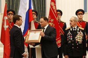 Президент вручил главе Владивостока грамоту о присвоении звания «Город воинской славы»
