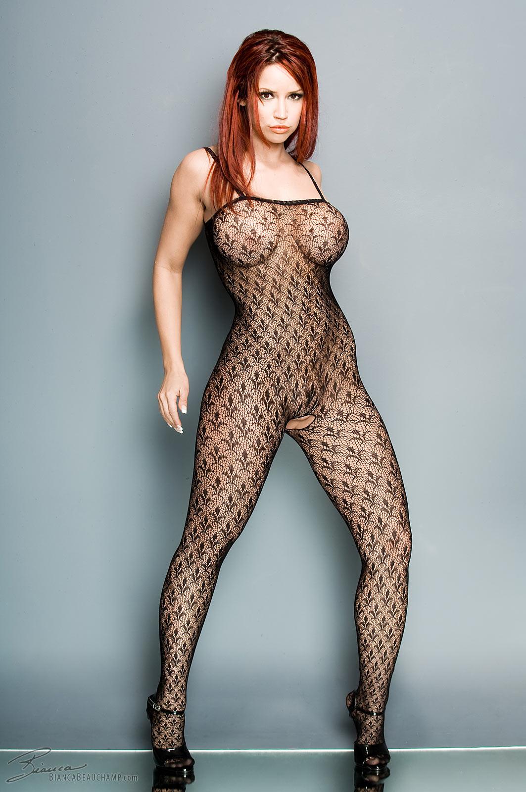 Фото голые женщины в эротичном боди