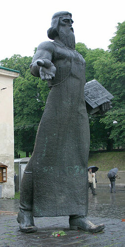 Памятник Ивану Фёдорову во Львове (архитектор А. Консулов, скульпторы В. Борисенко и В. Подольский).