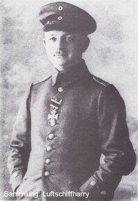 Командир LZ-37 Otto van der Hagen.