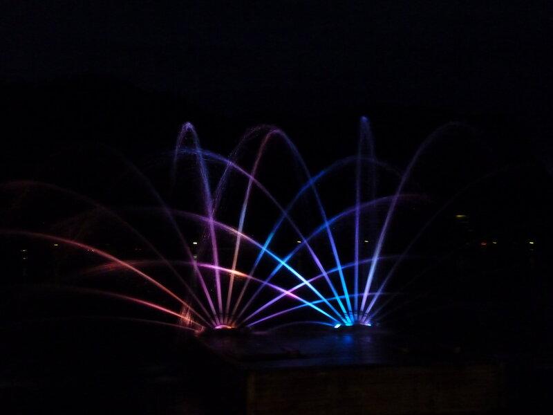 И фонтан ночью