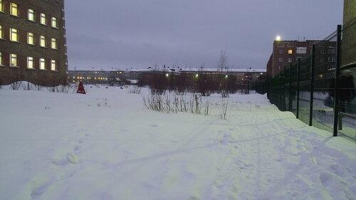 Фото города Инта №2228  Мира 51, Куратова 66, Мира 63, 65 и 57 (-4 градуса, довольно сильный порывистый ветер, идёт небольшой снег) 06.12.2012_14:38