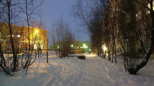 Фотография Инты №2252  Мира 63, Куратова 66 и Мира 65 (-4 градуса, довольно сильный порывистый ветер, идёт небольшой снег) 06.12.2012_15:12