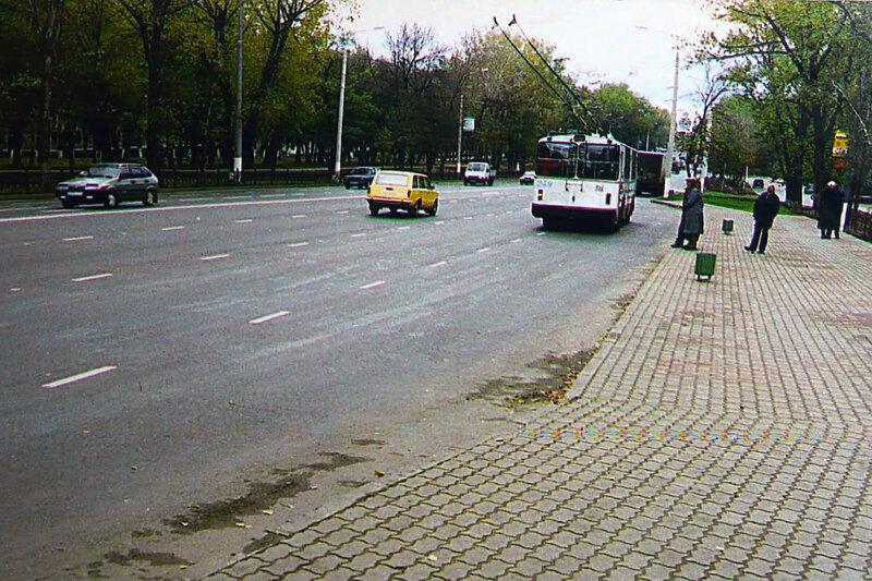 Троллейбус №381 на свежерасширенной Богданке, 1999 г. Фото из коллекции Sanchess
