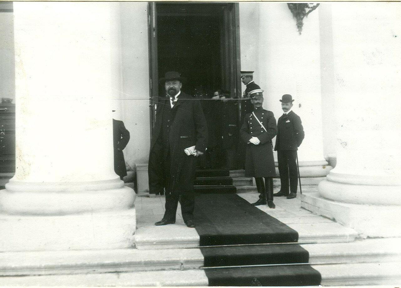 Группа депутатов Первой Государственной думы у Таврического дворца.  27 апреля 1906