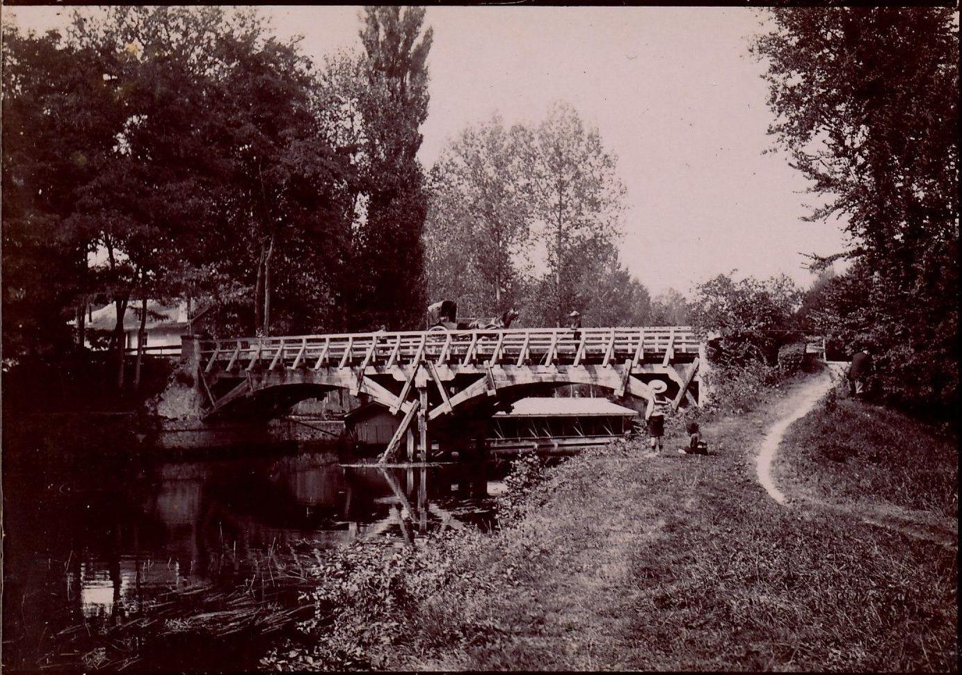 Вилье-Сюр-Морен. Цепной мост