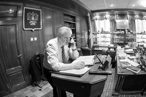 Сергей Миронов. портреты политика в кабинете