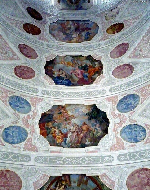 Декор потолка.