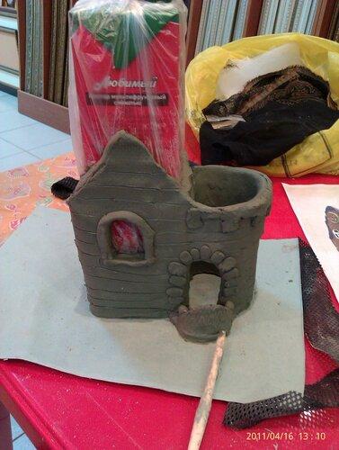 Лепим домики из глины.