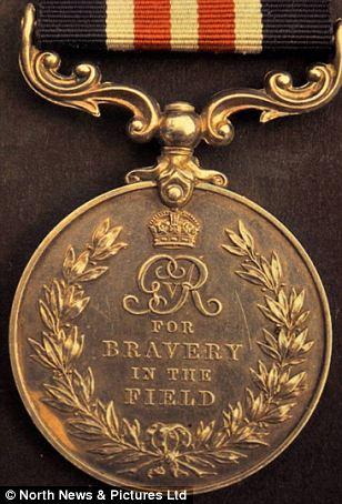Медаль за отвагу на поле боя.