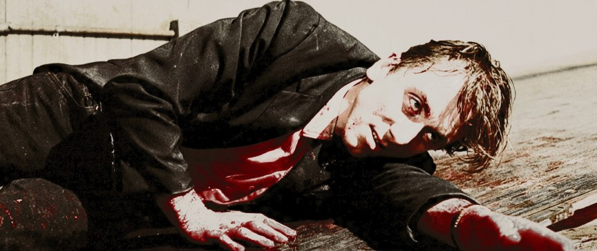 Бутафорская кровь – очень липкая штука. Обычно ее изготавливают, смешивая кукурузный сироп и красите