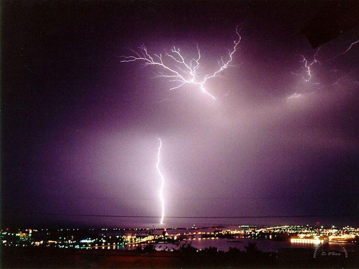 Красивые фотографии молний в самых разных местах и ситуациях 0 a5527 737b64de orig