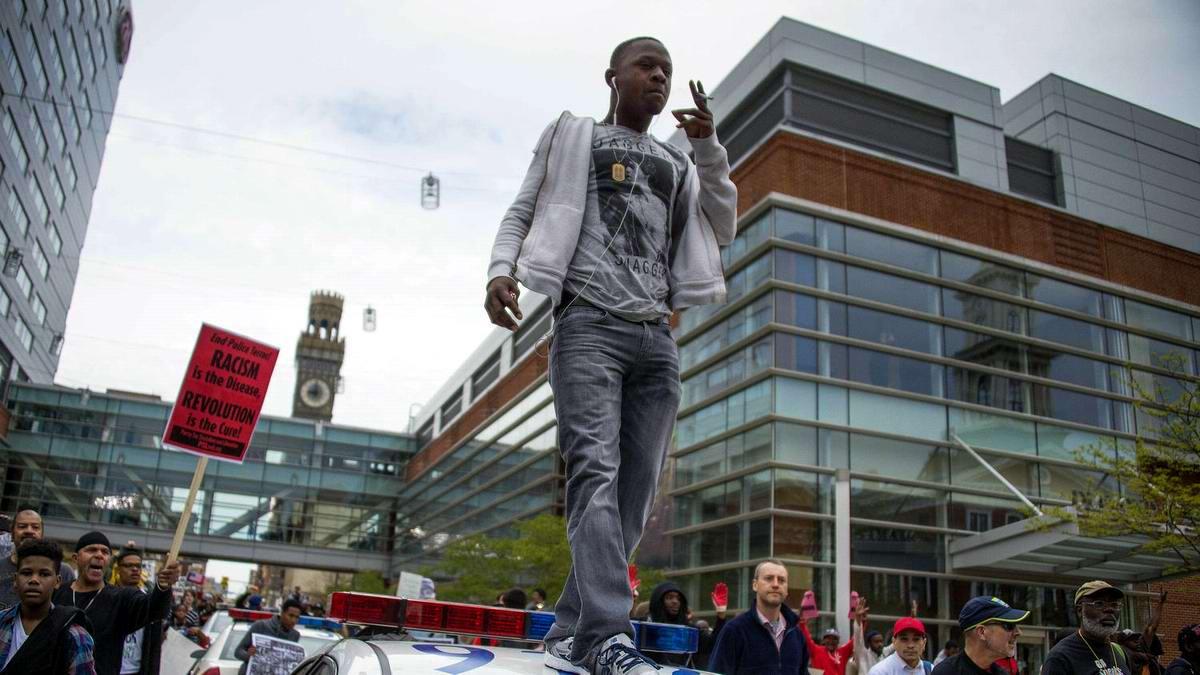 Конец полицейскому государству: Массовые протесты и уличные погромы в Балтиморе (США) (36)