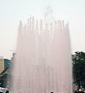 На Спортивной набережной Владивостока запел светомузыкальный фонтан