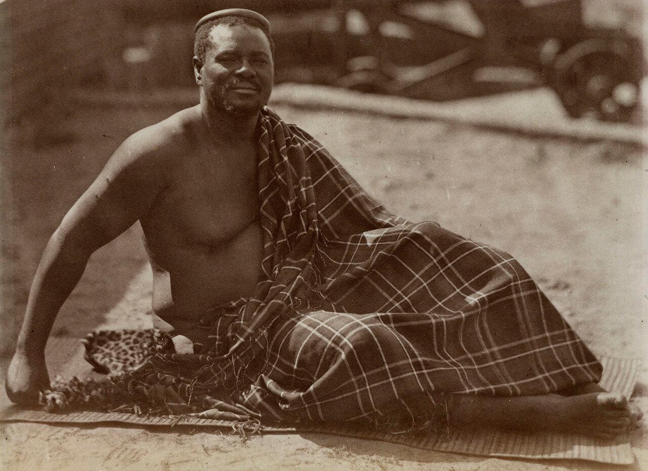 Кечвайо. Во второй половине 1830-х годов зулусы вступили в период жестоких испытаний, потрясших основы их образа жизни. В 1835 г. началось масштабное переселение буров (африканеров) из восточных районов Капской колонии на земли сопредельных народов