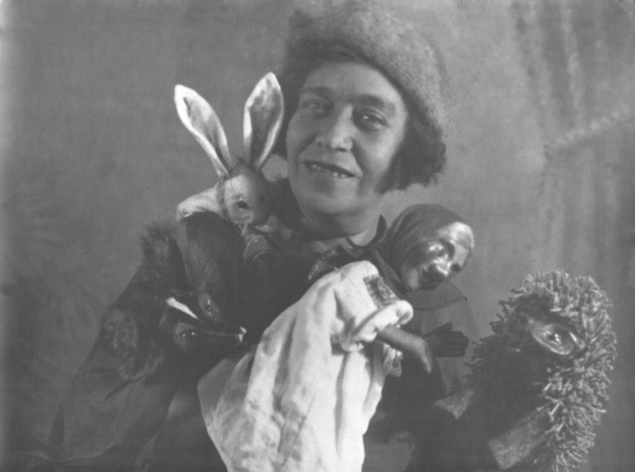1937. Артистка театра кукол Наталья Дюперрон