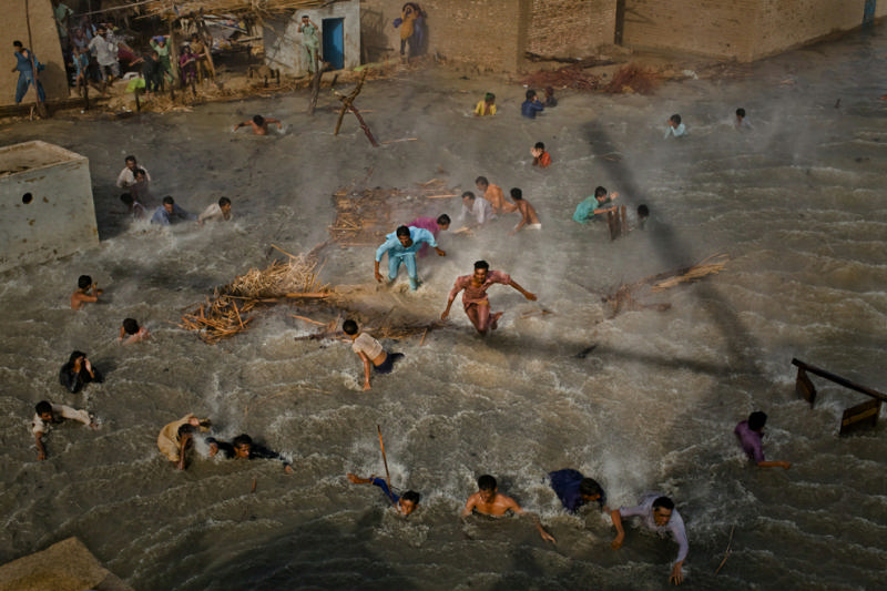 Победители конкурса World Press Photo (23 фотографии)