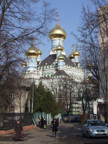 Бехтеревский пер. В 1896 году в монастыре в присутствии Царской Четы был заложен новый Свято-Никольский собор.