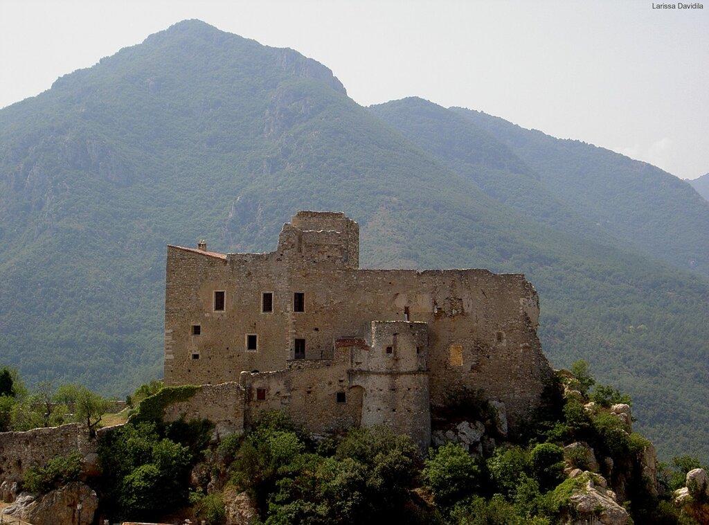Средневековая крепость.