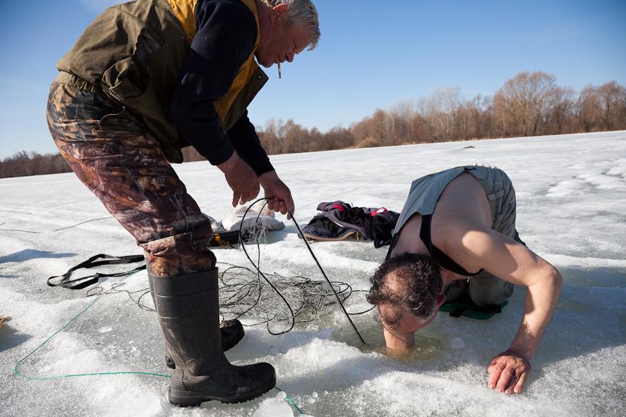 видео рыбалка весной сетями