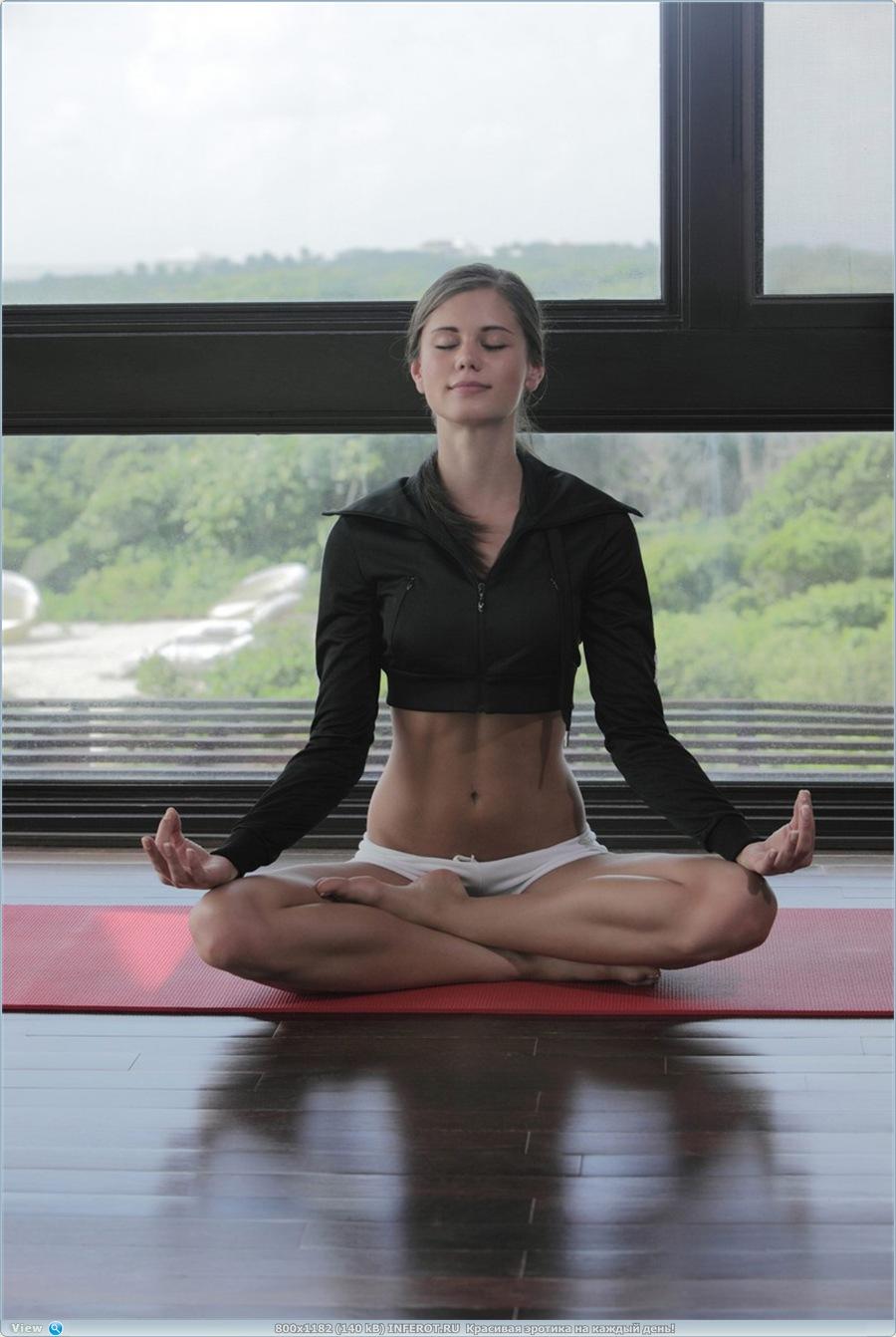 Утренняя йога (15 фото)