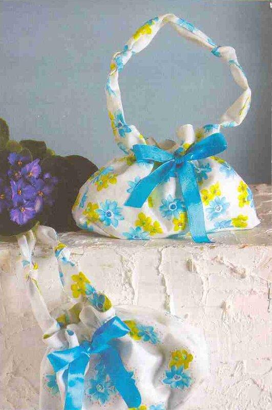 Цветочная сумка с бантом, сшитая своими руками