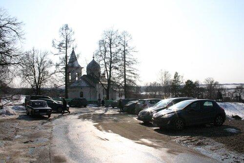 Церковь в Бехове по проекту В.Д. Поленова. Воскресный день.