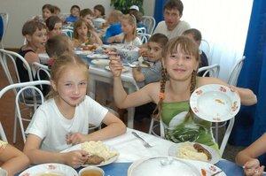Депутаты Владивостока намерены увеличить норму питания детей в летних лагерях