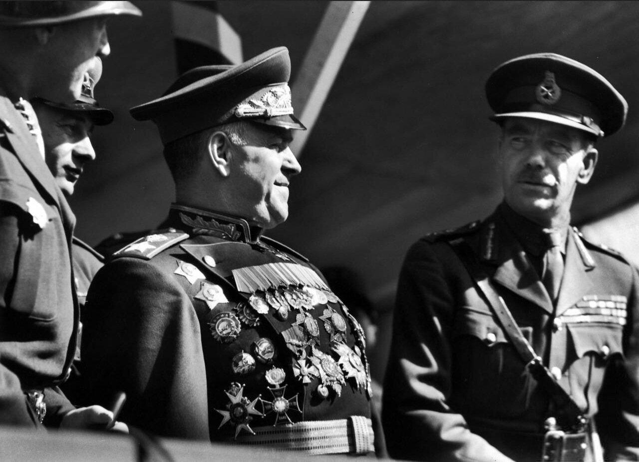 Маршал Жуков, Генерал Патон, Фельдмаршал Александер, Парад Победы, 9 сентября, Берлин, Германия, Life