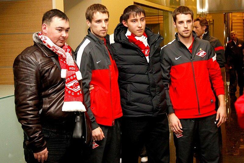 Фанаты красно-белых встретили «Спартак» в Казани (Фото)