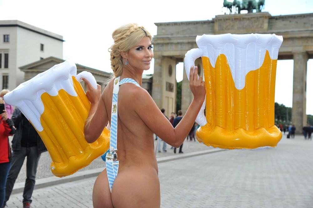Micaela Schaefer posing during a Wiesn (Oktoberfest) themed photoshoot
