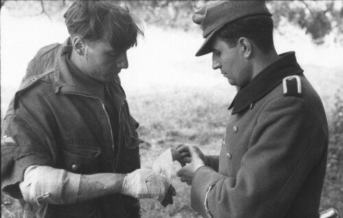Раненые пленные.