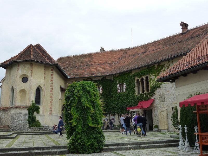 Верхний двор замка