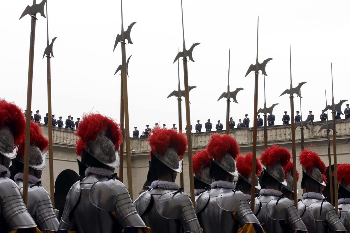 Швейцарская гвардия Ватикана: Новобранцы присягают на верность Папе Римскому (14)