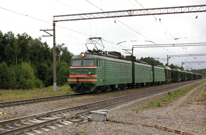 ВЛ11-607 проходит переезд в Лопатино в сторону Воскресенска