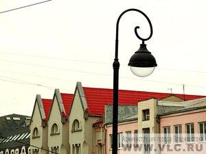 В центре Владивостока идёт установка новых фонарей оригинальной формы