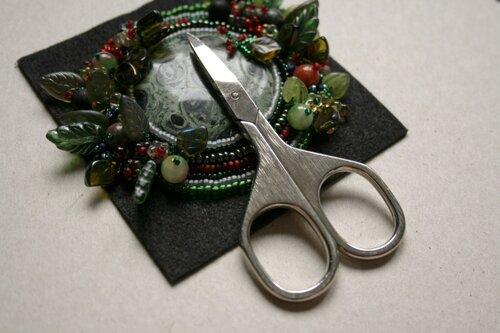 """Мастер-класс по обшиванию кабашонов бисером: Кулон из бисера и прочего  """"Лесной дракон """" ."""