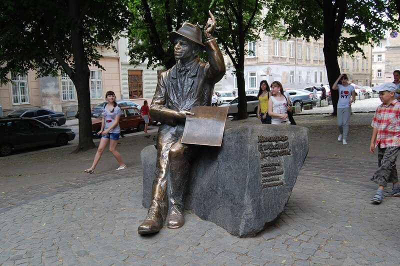 Памятник художнику Епифанию Дровняку -Ныкыфору Крыныцкому