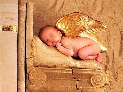 Как новорожденные спят на животе