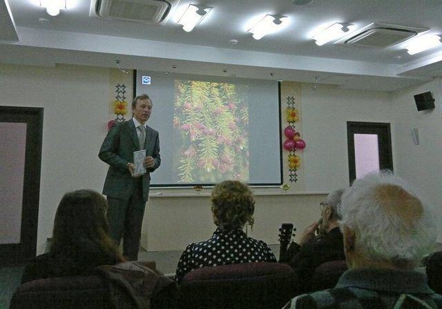 Д.Поздеев представляет книгу