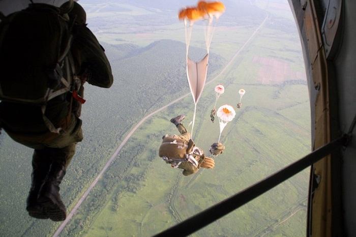 В Приморье проходят сборы парашютистов бригады морской пехоты ТОФ