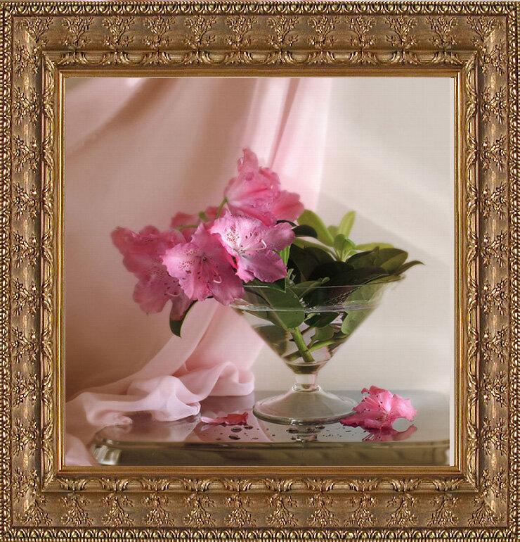 """Для наших дорогих мастериц мы к 8 марта подготовили подарок - бесплатную схему для вышивания  """"Цветы """" от Levron."""