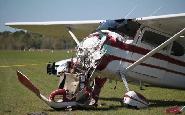 Фотографии столкновения парашютиста и самолета 0 13352c 9e398f7f orig