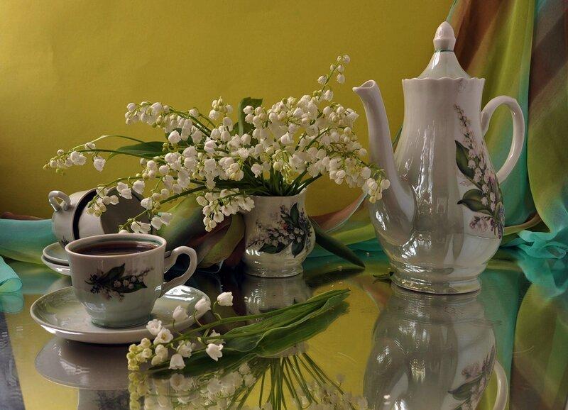 Картинка чашка чая и ландыши в вазе анимация