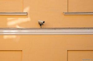 Формализм: прямые углы (камера, окно, форма)