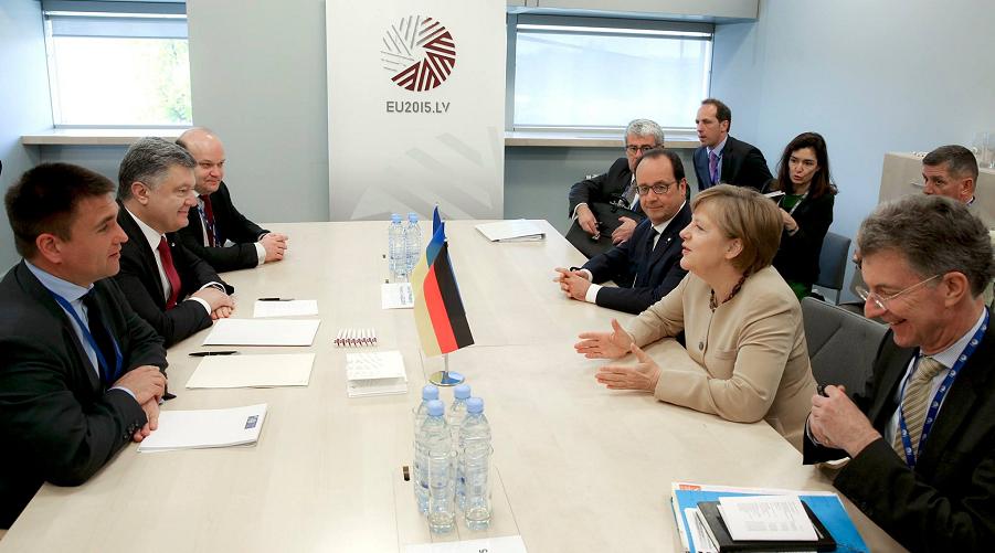 Порошенко, Меркель, Олланд.png