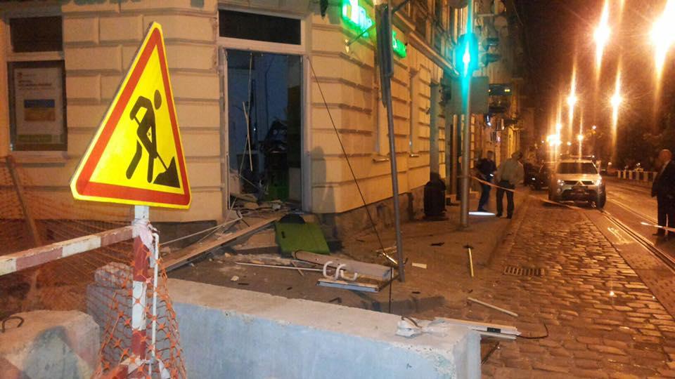 ВоЛьвовской области неизвестные взорвали банкомат ипохитили 187 тыс. гривень