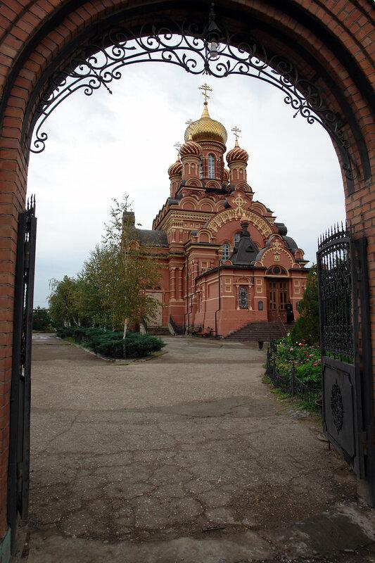 Иоанно-Предтеченский монастырь - Через врата